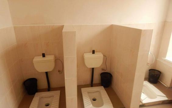 Проблема отсутствия дверей в школьных туалетах решена
