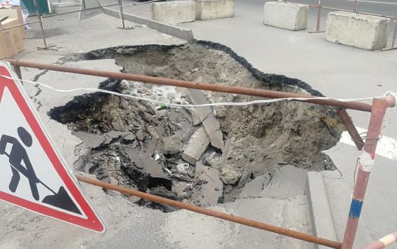 Провал на Харьковской превращается в мусорную яму