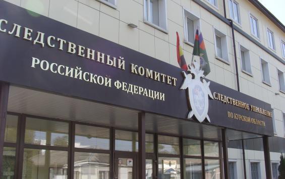 В Железногорске 7-летняя девочка упала со стены заброшенного завода