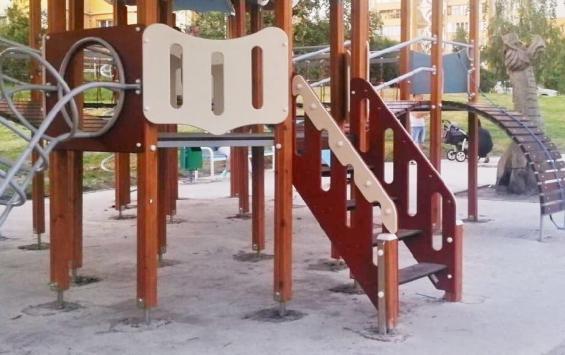 Защитное покрытие на детской площадке на Ермошкином озере появится в июле
