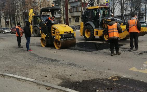 В областном центре ремонтируют дороги