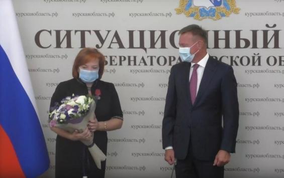 Губернатор отметил заслуги сотрудников Курской областной Думы