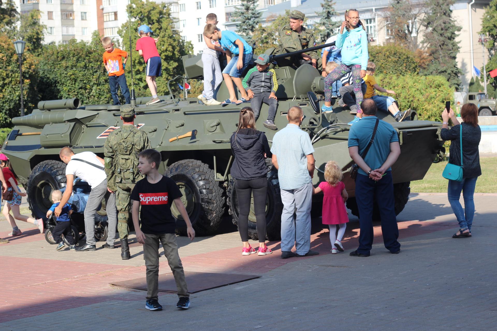 На Театральной площади снова появится военная техника